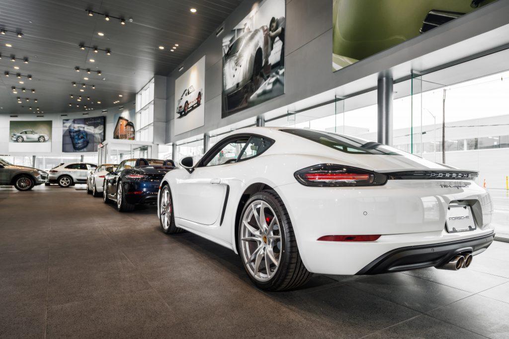 Porsche of South Shore 27